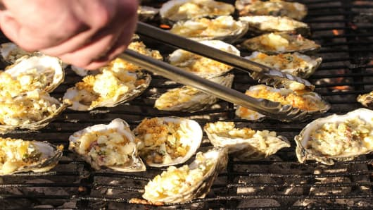 Chinese companies are interested in oysters choking up the Danish shoreline that have ignited social media interest in China.