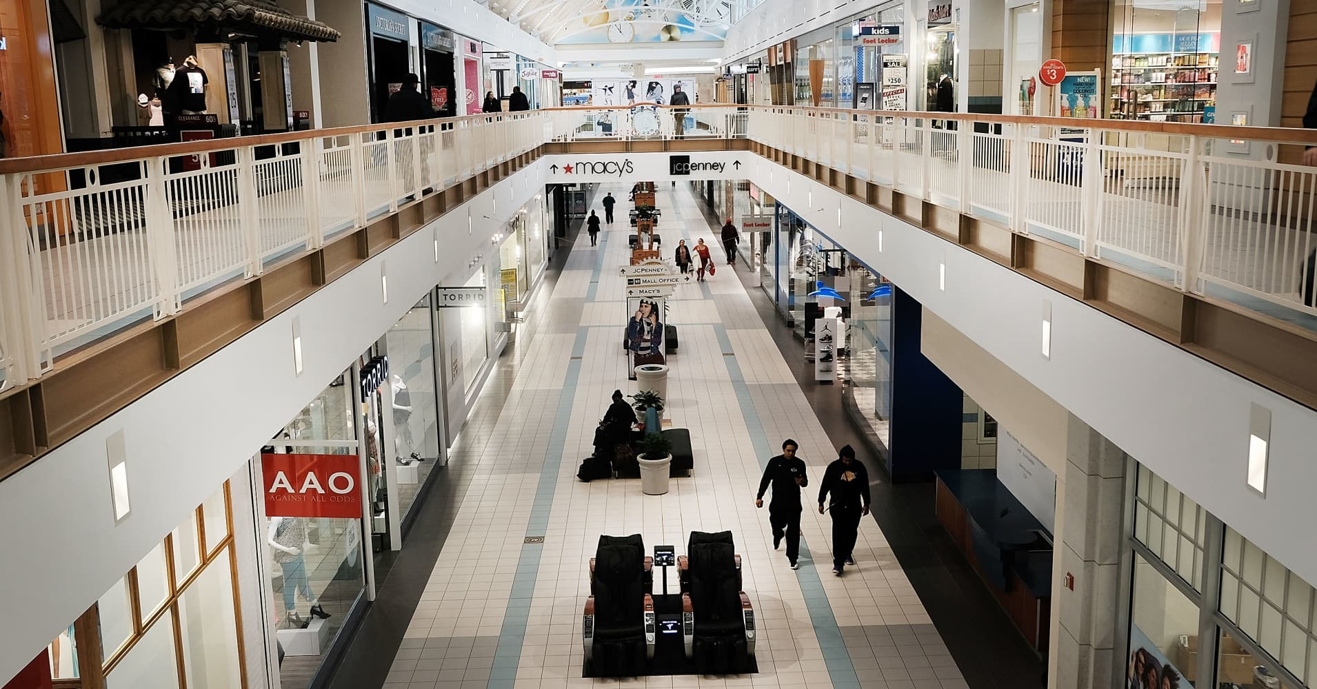 Hundreds of retailers aren't renewing leases, putting malls at risk