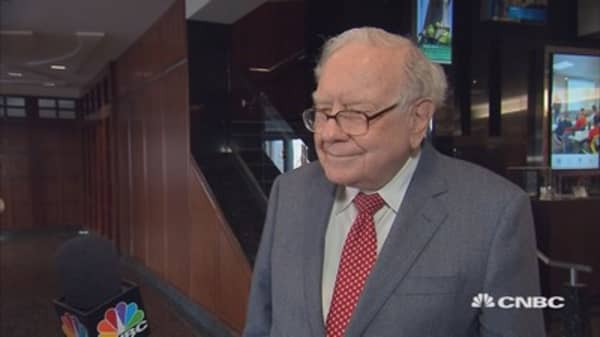 Buffett: Economy stuck at 2% growth