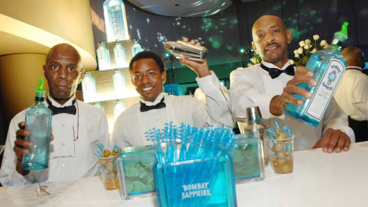 Bartenders pour Bombay Sapphire Gin at The Bombay Sapphire 'Inspired in Atlanta' party