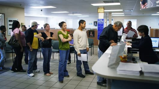 Job seekers stand in line with others looking for jobs at the employment help center in Miami, Florida. (File photo).