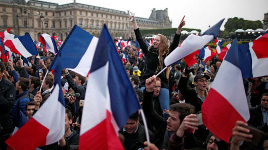 Supporters of Emmanuel Macron celebrate near the Louvre museum after results were announced in the second round vote of the 2017 French presidential elections, in Paris, France May 7, 2017.