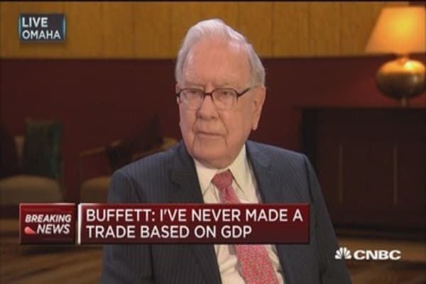 Buffett: Credit card sales tell alot about the consumer