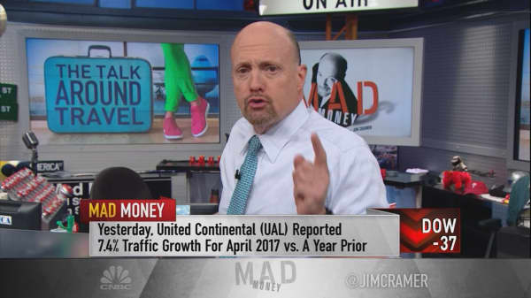 Cramer zooms in on why the United fiasco didn't seem to hurt the travel sector