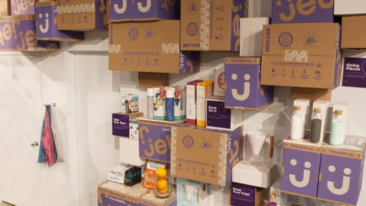 Walmart and Jet.com test grocery concept in New York.
