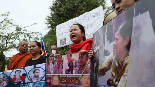 Protesters calling for the release of jailed prominent land rights activist Tep Vanny, four human rights workers of Cambodian human rights NGO, and an election official outside the Phnom Penh Supreme Court.