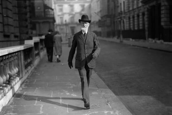 Irish dramatist and social critic George Bernard Shaw (1856 - 1950) walking along the Strand in London.