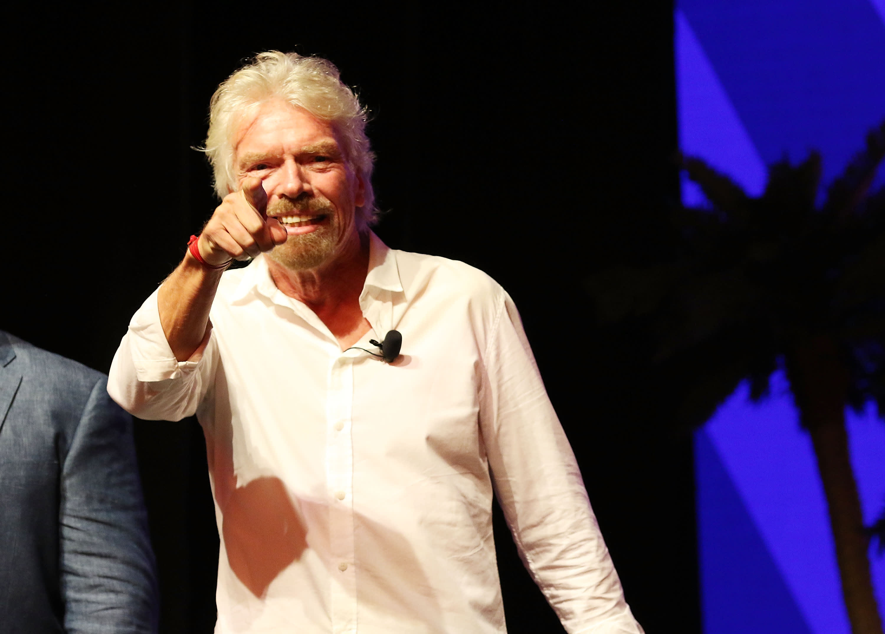 billionaire richard branson says 9to5 workdays will - HD 3000×2150