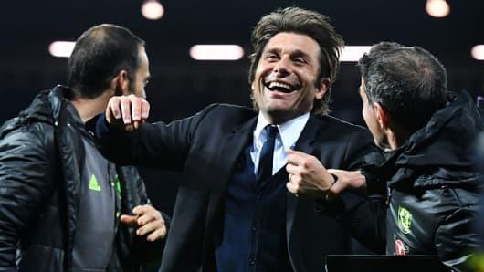 Chelsea's Italian head coach Antonio Conte celebrates victory