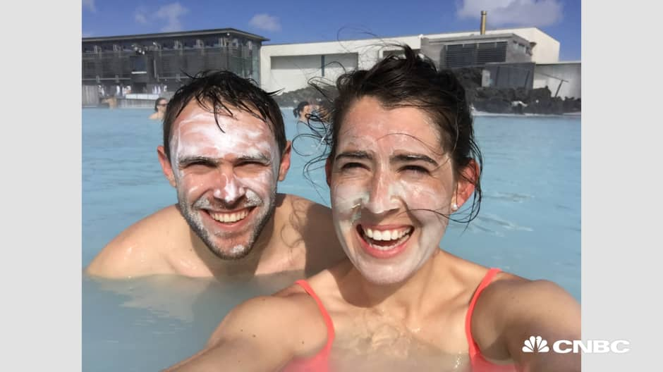 Travel hacks to spend less than $50 a day on an Iceland vacation
