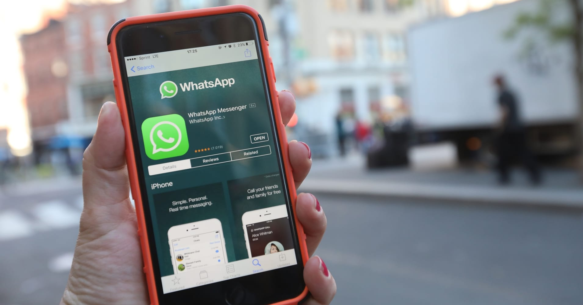 Here's everything you can do with Whatsapp's new group chat features