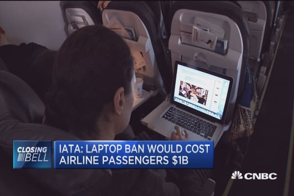 Laptop ban would cost airline passengers $1B