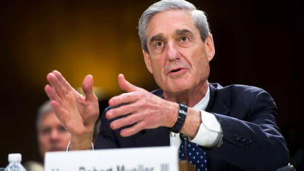Then-FBI Director Robert Mueller testifies before a Senate Judiciary Committee hearing in 2013.