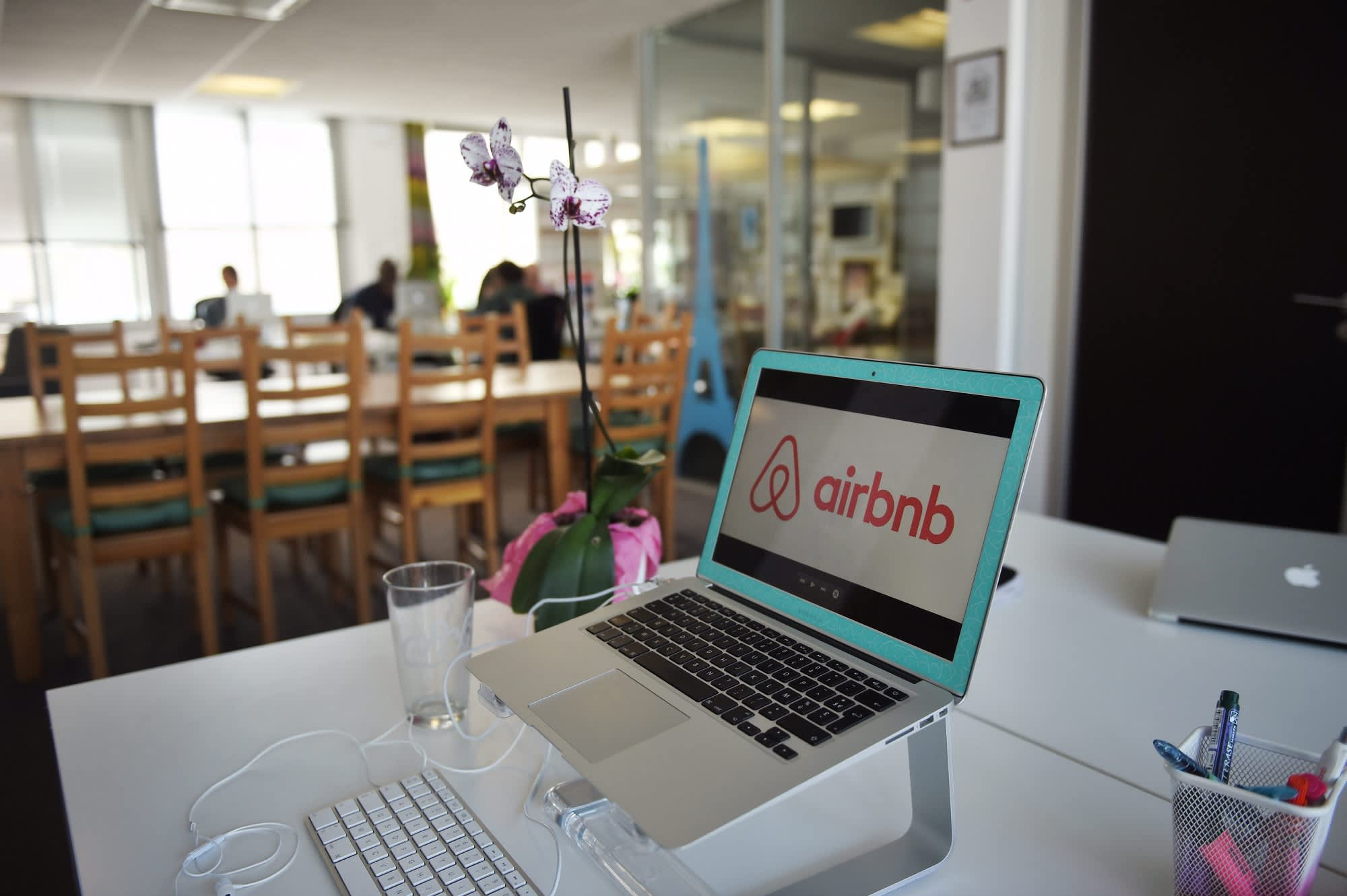 pics Watch This: Your Desk Is the Hottest New Lunch Spot