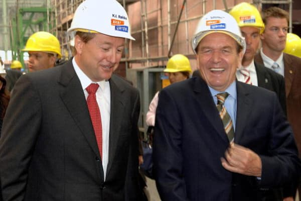 Former German Chancellor Gerhard Schroeder (R) accompanied by Aker ASA chairman, Norwegian Kjell Inge Rokke (L) in 2005