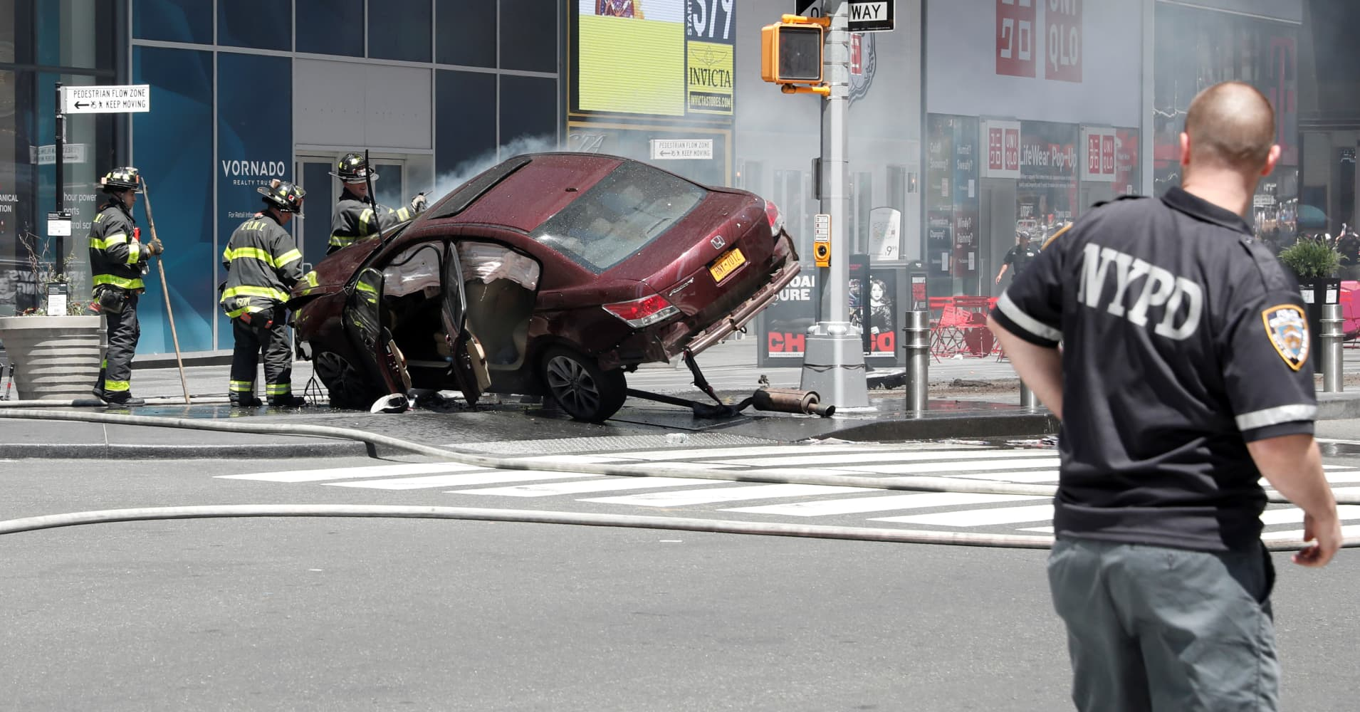 1 Person Dead 22 Injured After Vehicle Strikes Pedestrians In New York S Times Square