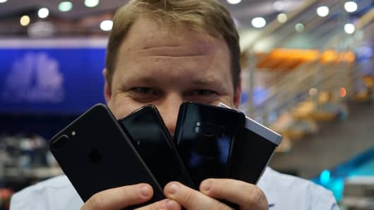 CNBC Tech: Buy a phone