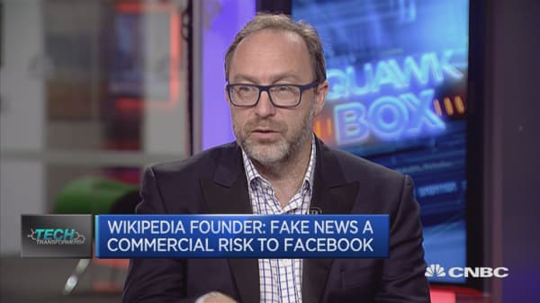daily mail 'mastered the art of' fake news, wikipedia's jimmy wales says