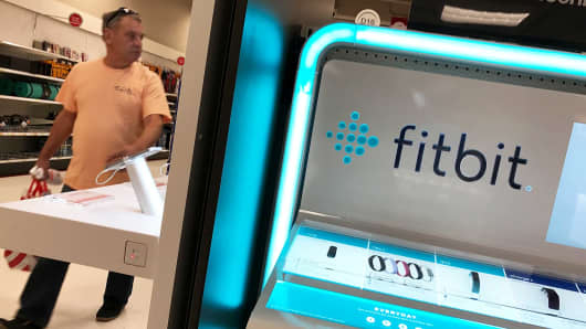 Fitbit, Inc. (FIT) Director Sells 15000 Shares of Stock
