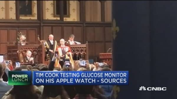 Tim Cook testing glucose monitor on his apple watch: Sources