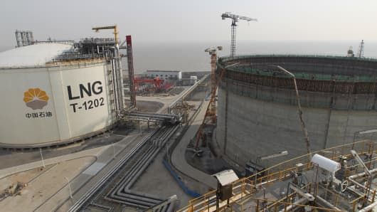 An LNG (liquified natural gas) container of CNPC (China National Petroleum Corporation) is under construction next to others at the Yangkou Port in Rudong county, Nantong city, east China's Jiangsu province.