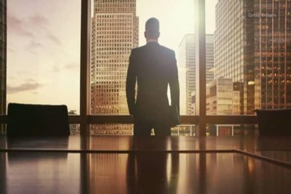 Top U.S. CEOs recieve biggest raise since 2013