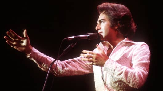 Neil Diamond performs in Los Angeles in the 1970s