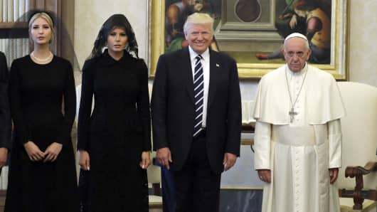 Pope Francis (R) poses with US President Donald Trump (C), US First Lady Melania Trump and the daughter of US President Donald Trump Ivanka Trump (L) at the end of a private audience at the Vatican on May 24, 2017.