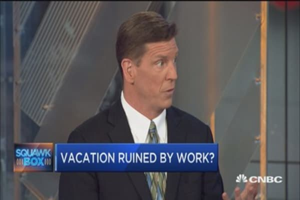 How to unplug and enjoy your vacations: Expert