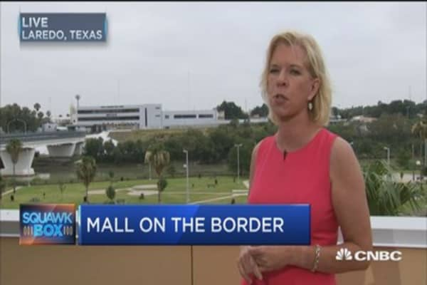 $120M outlet mall to open along US-Mexico border