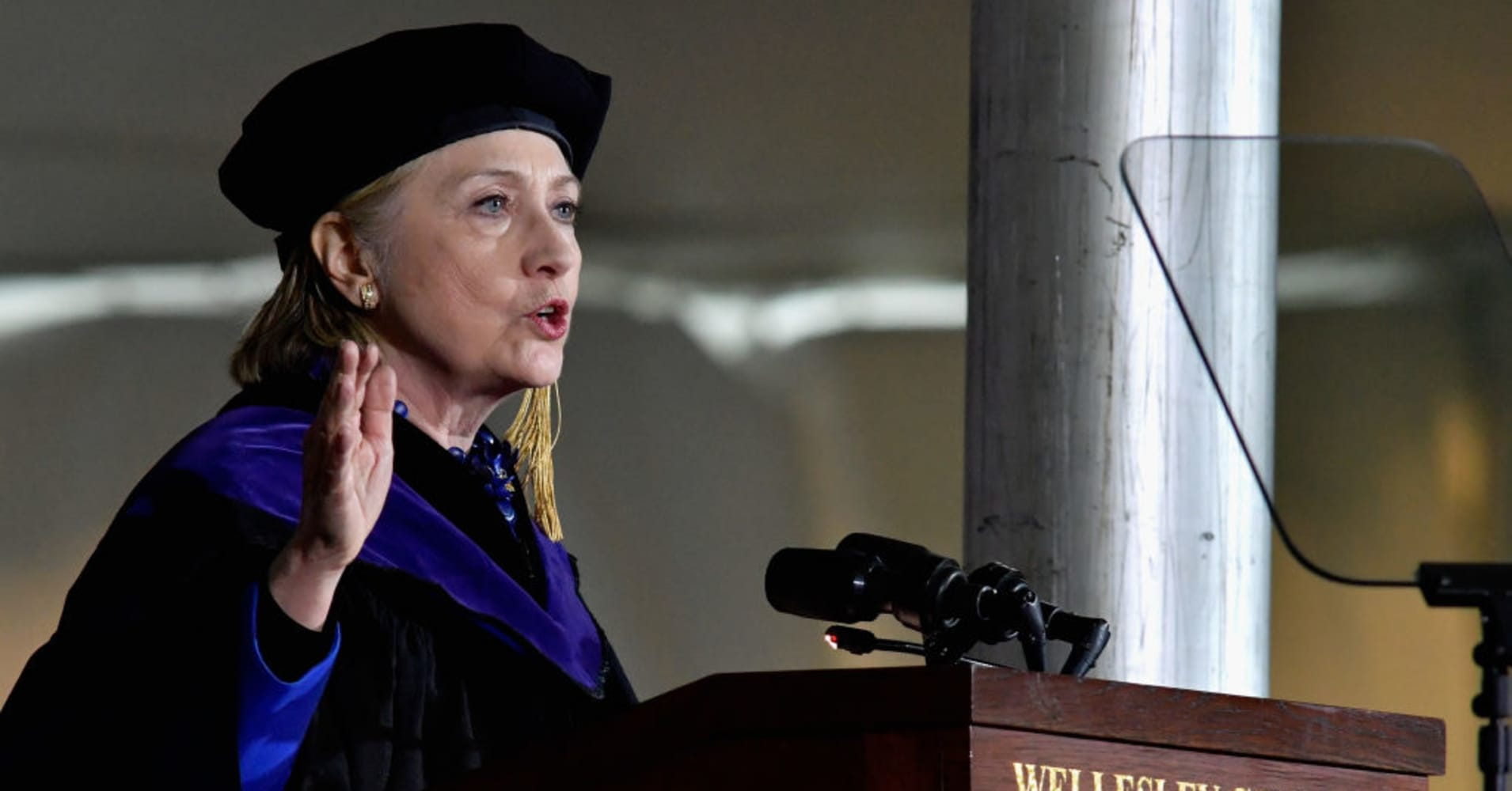 Hillary Clinton gave the commencement address at the Wellesley College 2017 166th on May 26, 2017.