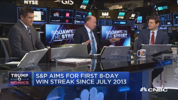 Cramer: GE 'cash flow must be positive or Jeff Immelt is going to go'