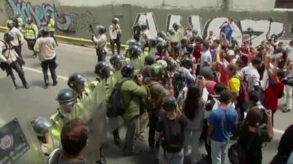 Venezuelan opposition threatens country won't pay Goldman Sachs' $2.8 billion bond deal