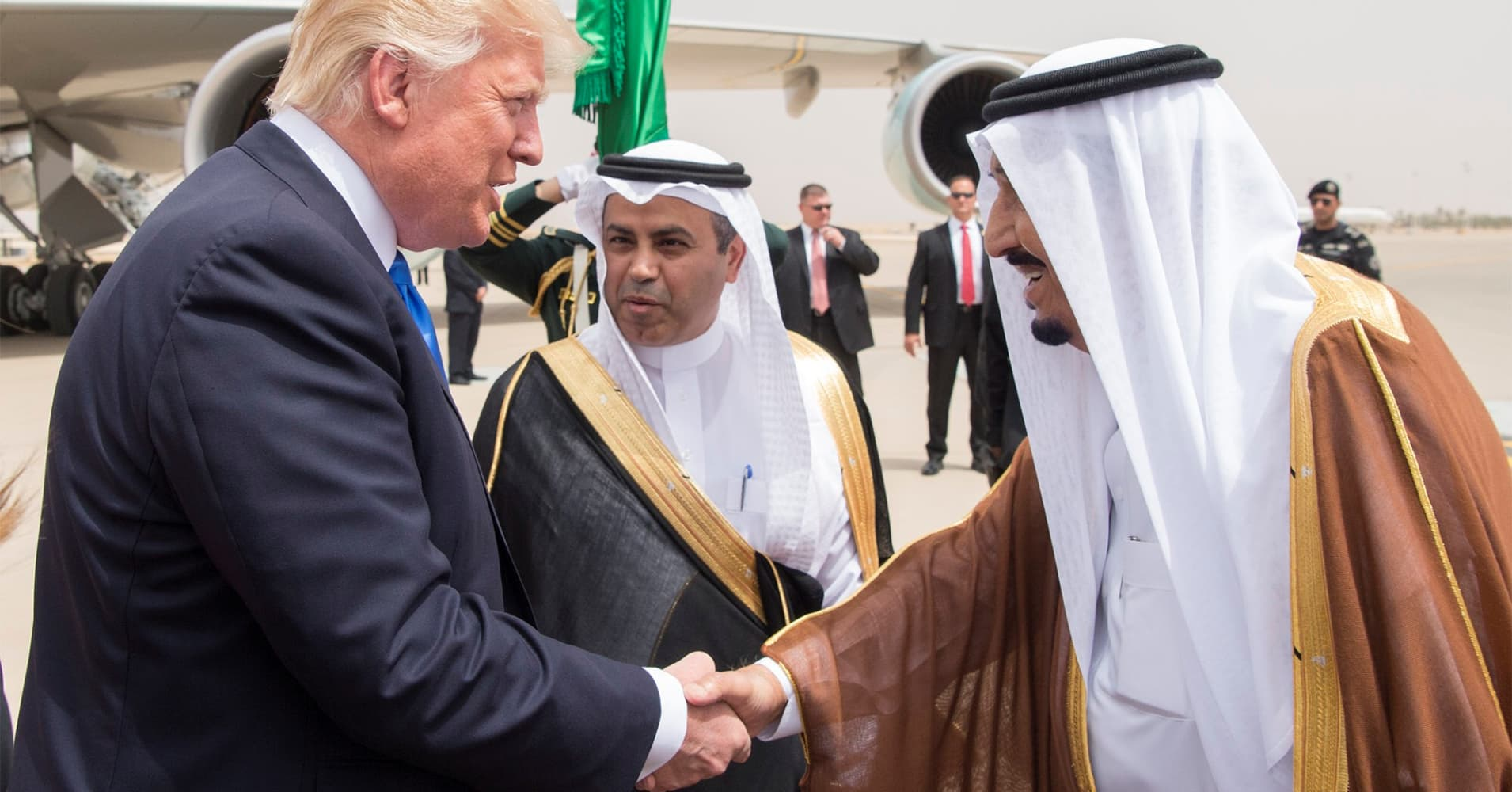 Trump 'immediately sending' Pompeo to meet Saudi king as outcry grows over missing journalist