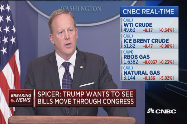 Spicer: Trump and Merkel continue to grow bond from G7