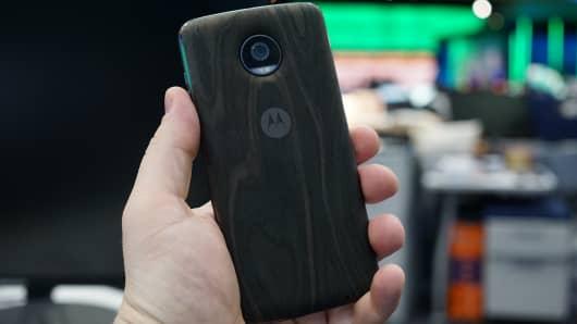 CNBC Tech: Moto Z2 Play 5