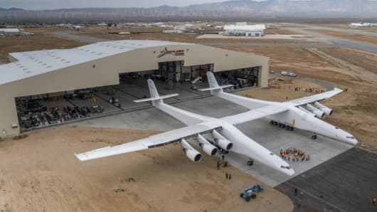 For the first time ever, the Stratolaunch plane moved out of the hangar to habits plane fueling tests.