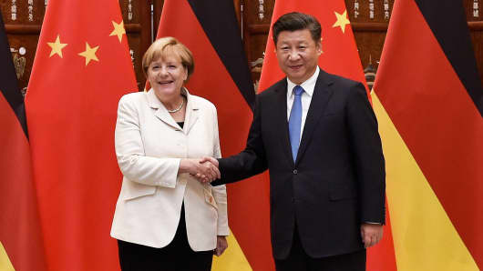 Chinese President Xi Jinping (R) shakes hand with German Chancellor Angela Merkel (L) before their meeting at the West Lake State House on September 5, 2016 in Hangzhou, China.