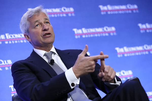 Jamie Dimon, chairman and CEO of JPMorgan Chase, speaks at the Economic Club of Washington September 12, 2016 in Washington, DC.
