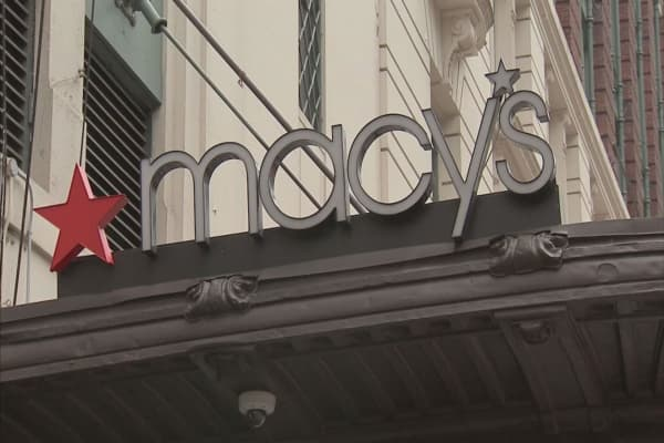 Macy's shares plunge 6% as company warns margins might continue to erode