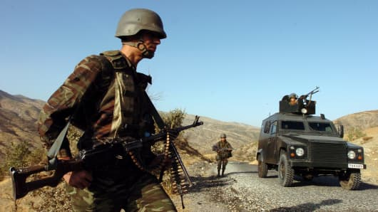 Turkish army commandos seach for roadside mines on patrol at the area near the Turkey-Iraq border on October 27, 2007 in the Uludere district of Sirnak province, southeastern Turkey.