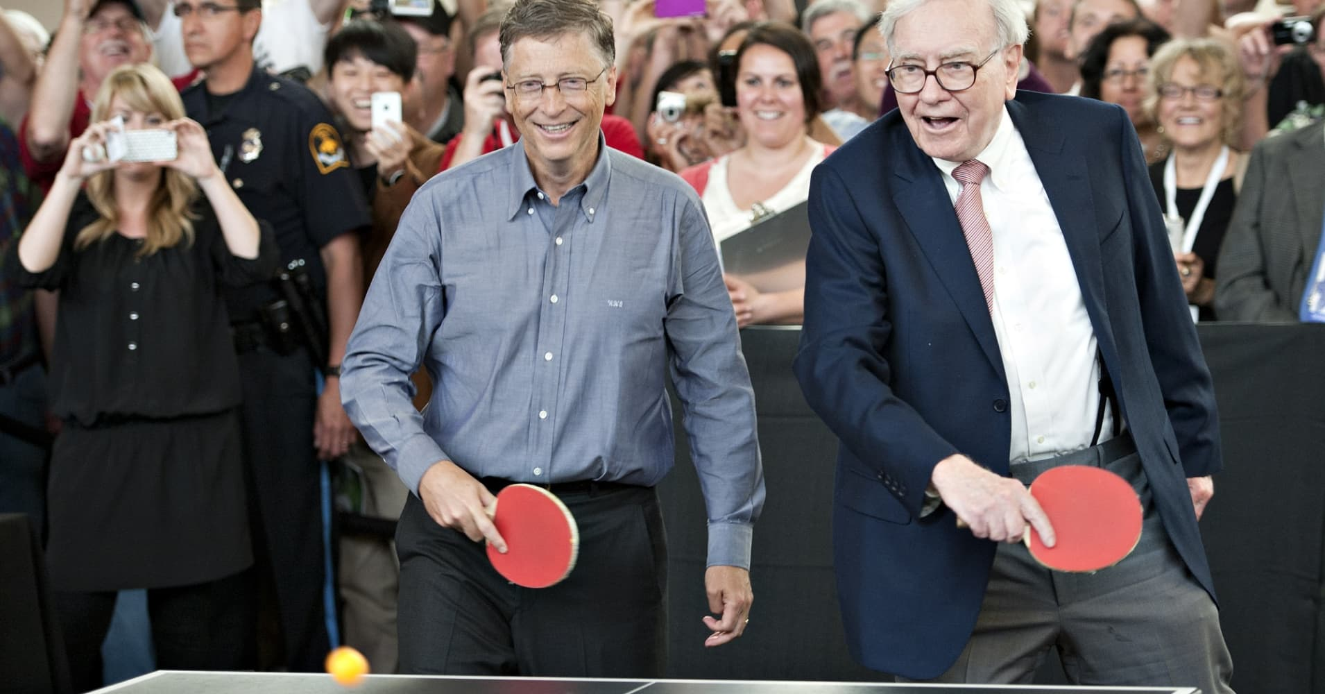 bill gates and warren buffett Osberg parlayed a gift for the game into a series of business opportunities and high-powered elephant bumping that includes warren buffett and bill gates, billionaires whose net worths clock.
