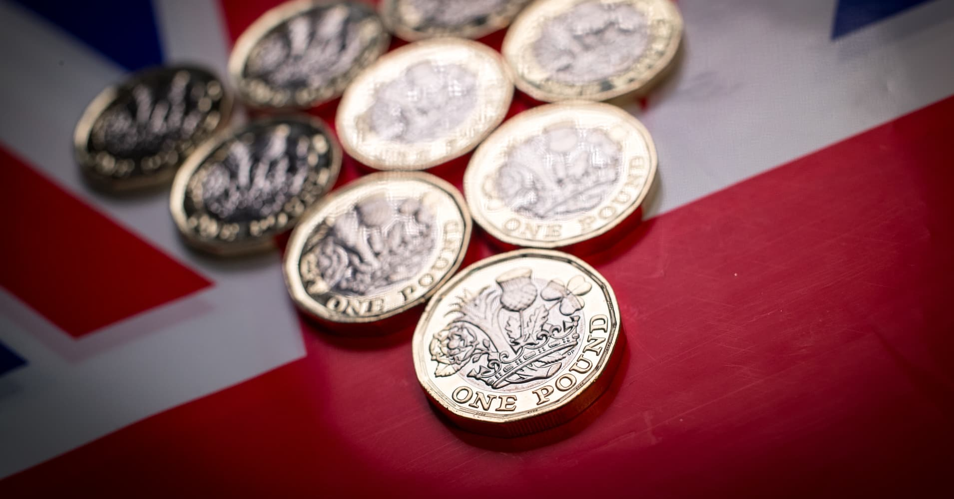Sterling slips 1 percent as Brexit concerns weigh