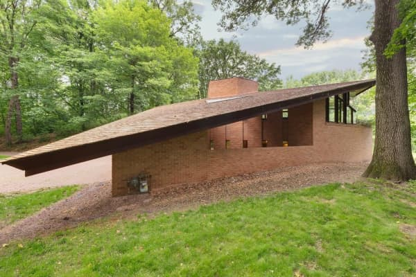 This Frank Lloyd Wright home in Minnesota is for sale
