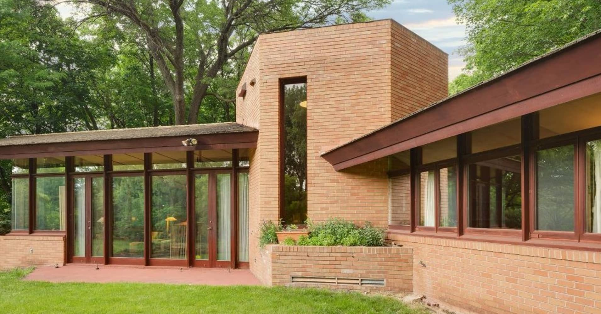 Photos of $1.3 million home designed by Frank Lloyd Wright