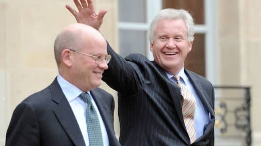 General Electric chief executive Jeffrey Immelt (R), flanked by John Flannery in 2014.