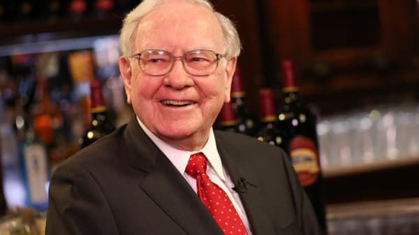 Warren Buffett at Smith & Wollensky restaurant in New York.