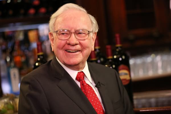 Warren Buffett at Smith & Wollensky restaurant in New York.