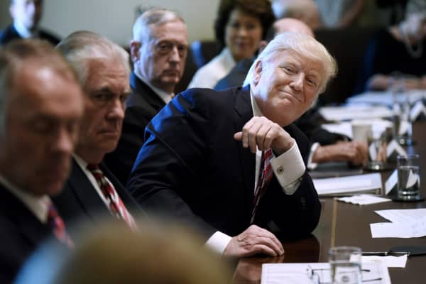 Trump makes bizarre claims at press event as Cabinet members take ...