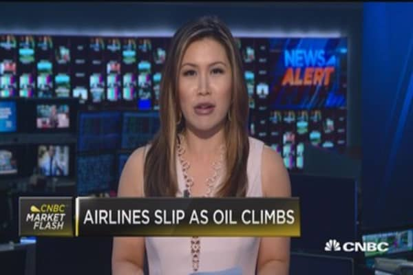 Airlines slip as oil climbs